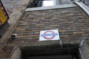 横浜港ロンドン地下鉄サイン