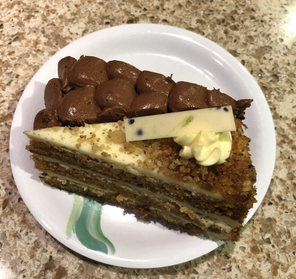 キャロットケーキとノーマンラブチョコケーキ