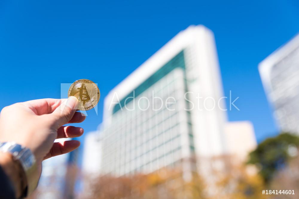 ビルに向かってビットコイン