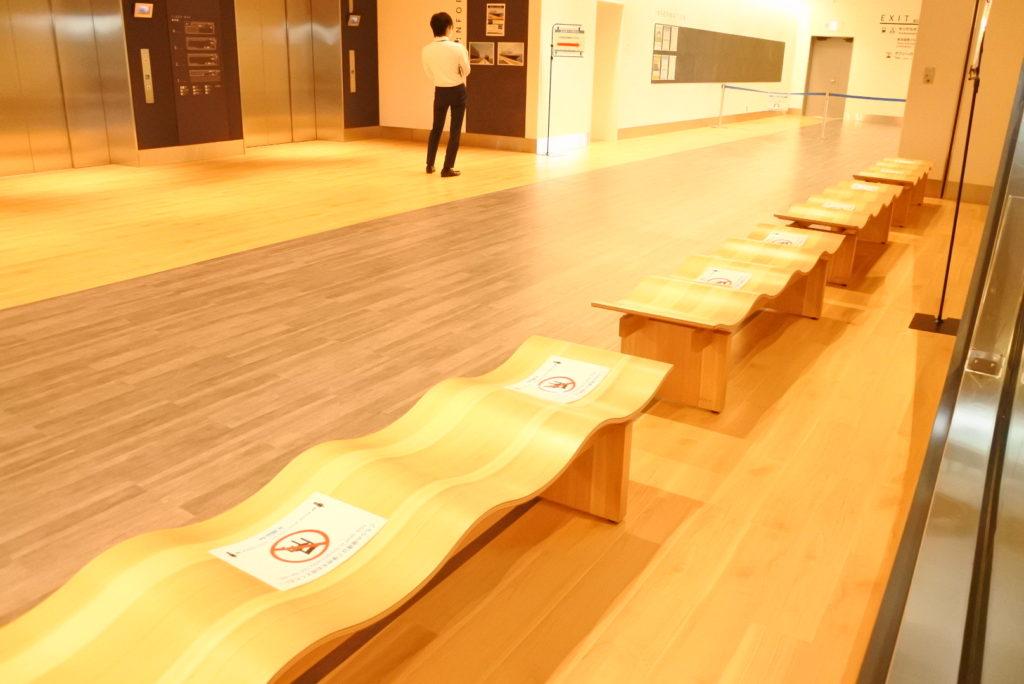 東京国際クルーズターミナル内部椅子